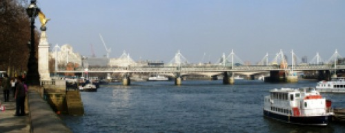 Golden_jubilee_bridges_pan
